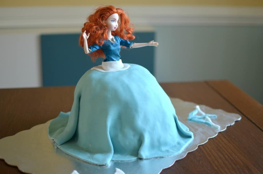 HOW TO MAKE A DOLL CAKE