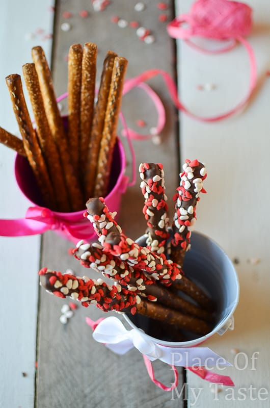 Chocolate covered pretzels @placeofmytaste.com-8