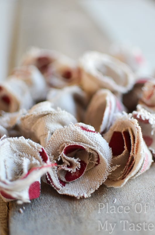 Drop Cloth Rosette Valentine Wreath @placeofmytaste.com(14)