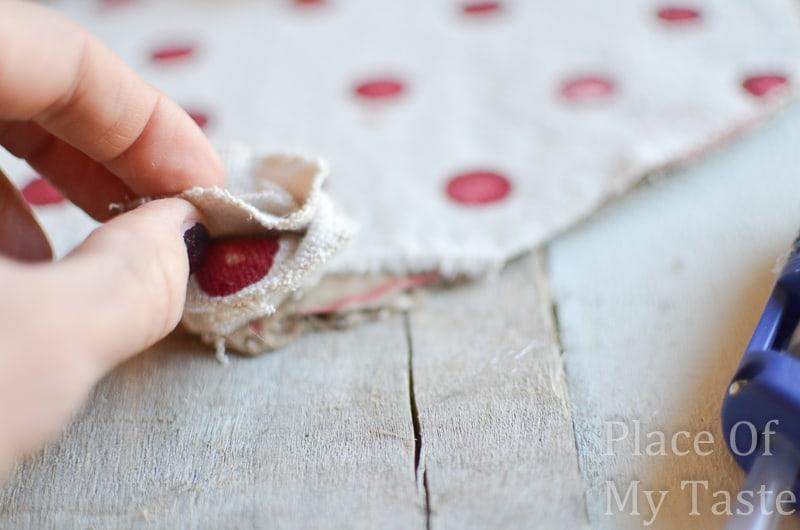 Drop Cloth Rosette Valentine Wreath @placeofmytaste.com(3)