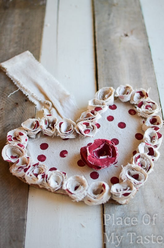 Drop Cloth Rosette Valentine Wreath @placeofmytaste.com(4)