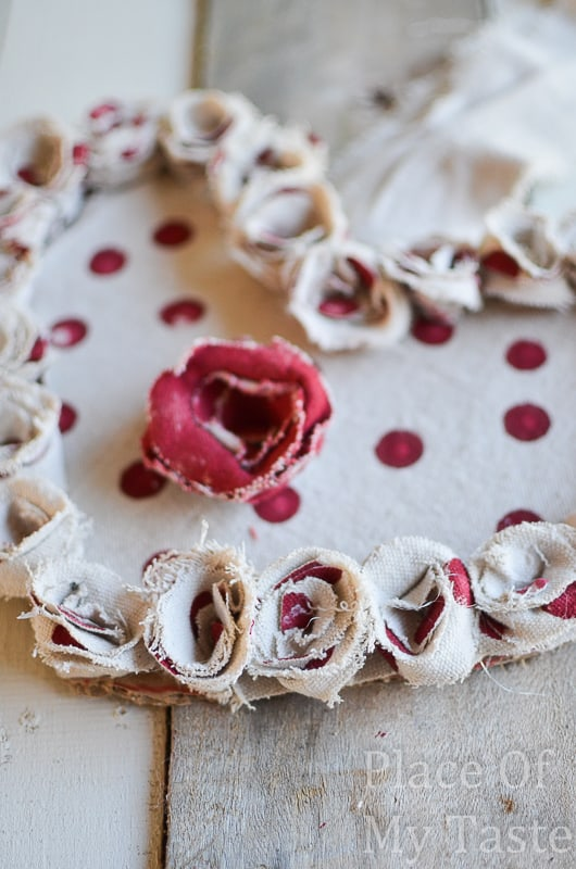 Drop Cloth Rosette Valentine Wreath @placeofmytaste.com(9)