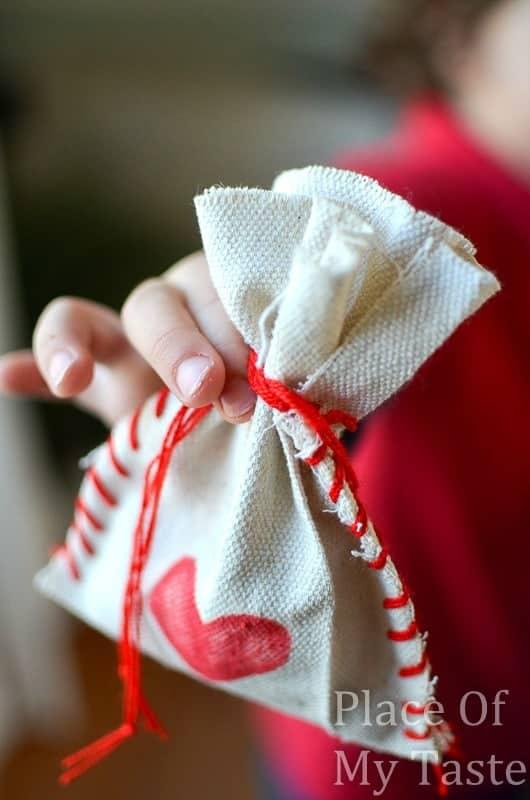 Stitched Valentine's Treat Bags (37) DIY bag