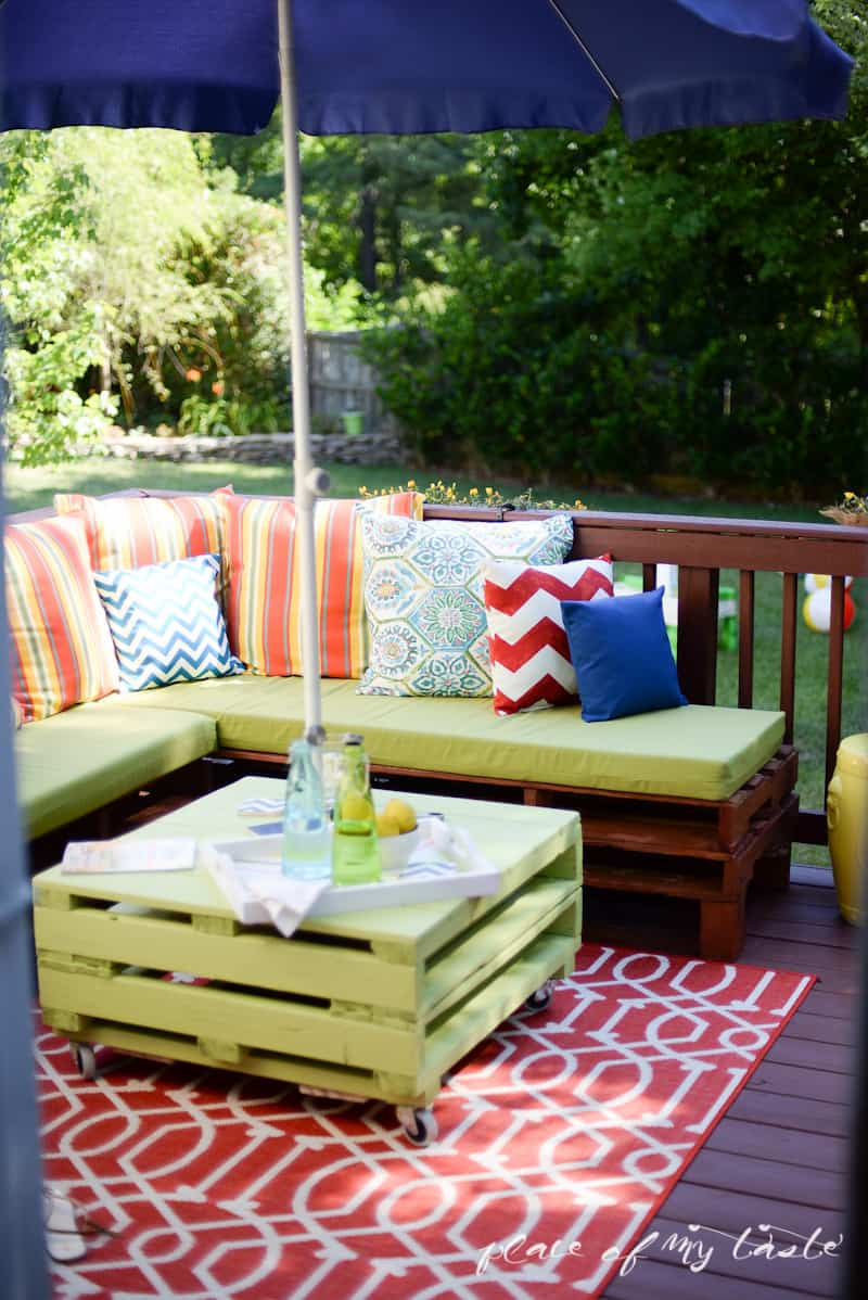 Pallet patio furniture cushions - Diy Pallet Furniture Patio Makeover Www Placeofmytaste Com
