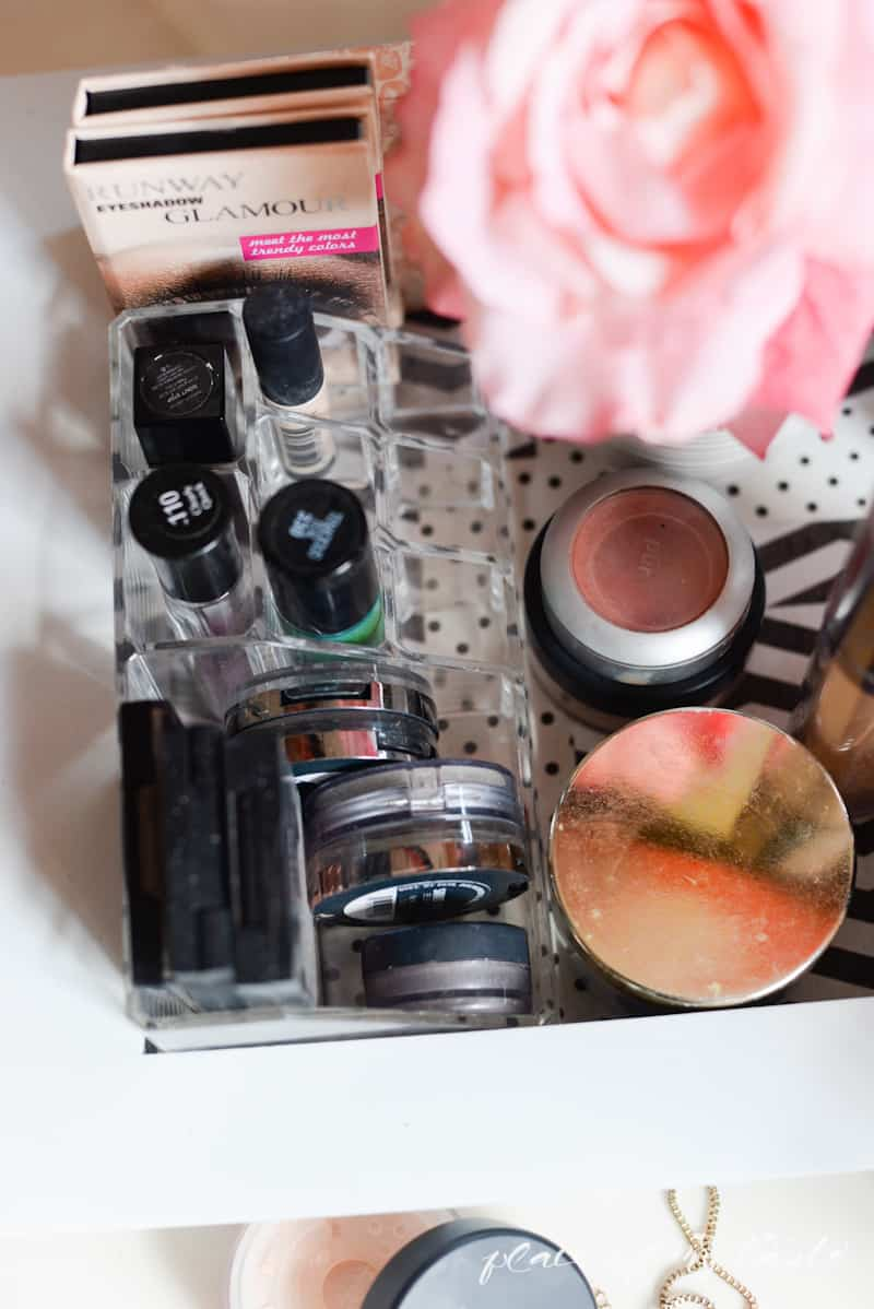 Organizing- Makeup Station- Place Of My Taste -3637