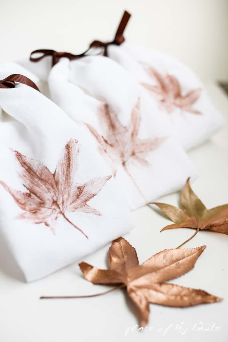 DIY leaves stamped kitchen towels - PlaceOfMyTaste.com