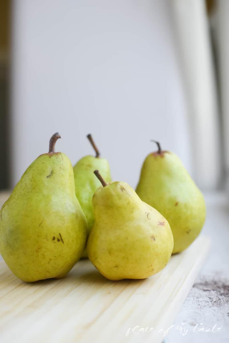 Baked Pear with Raisins