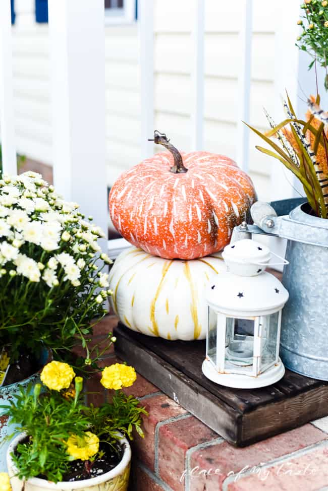 FALL FRONT PORCH DECOR (20 of 23)