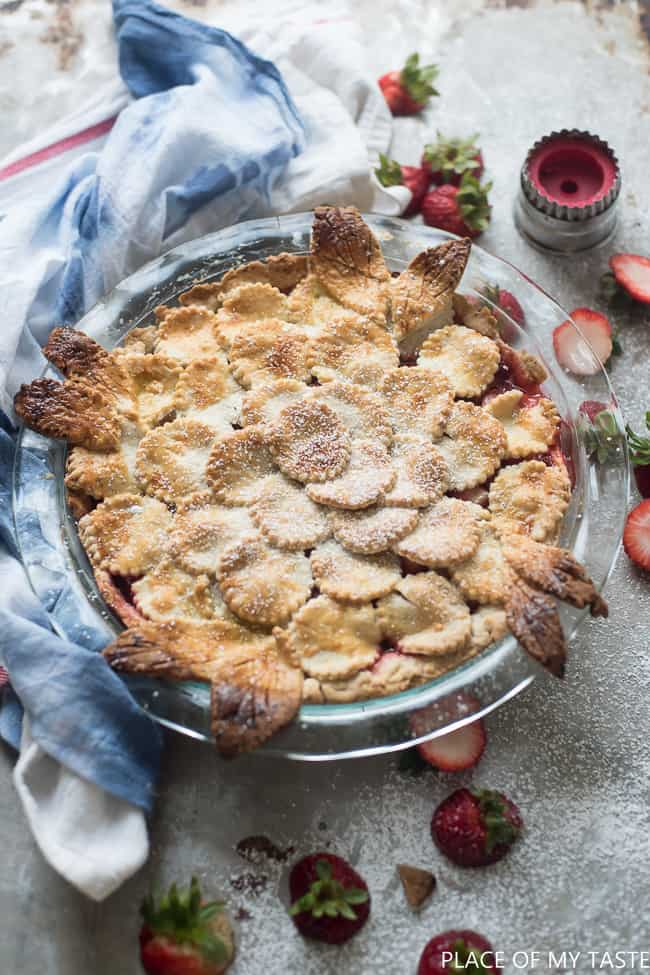The best strawberry pie recipe. Fresh strawberries make this pie SO delicious.