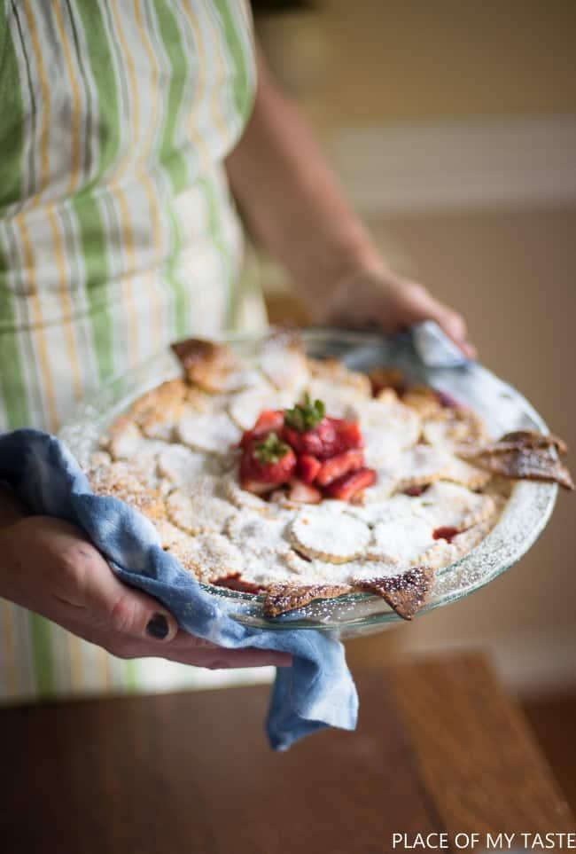 The best strawberry pie recipe. Fresh strawberries make this pie SO delicious.