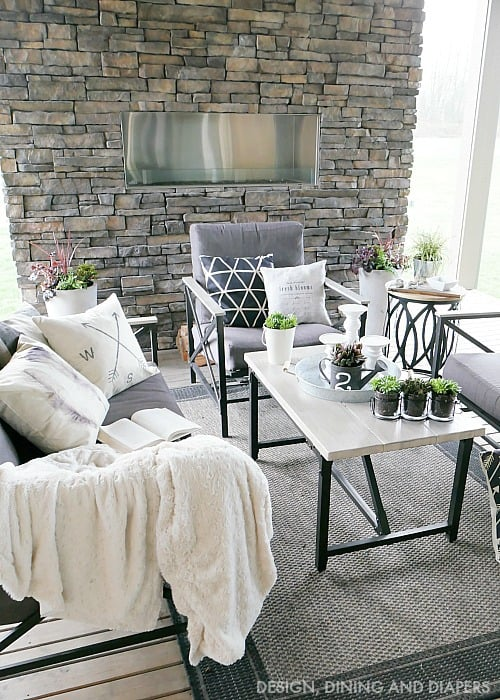 Spring-Outdoor-Living-Space-with-Farmhouse-Style