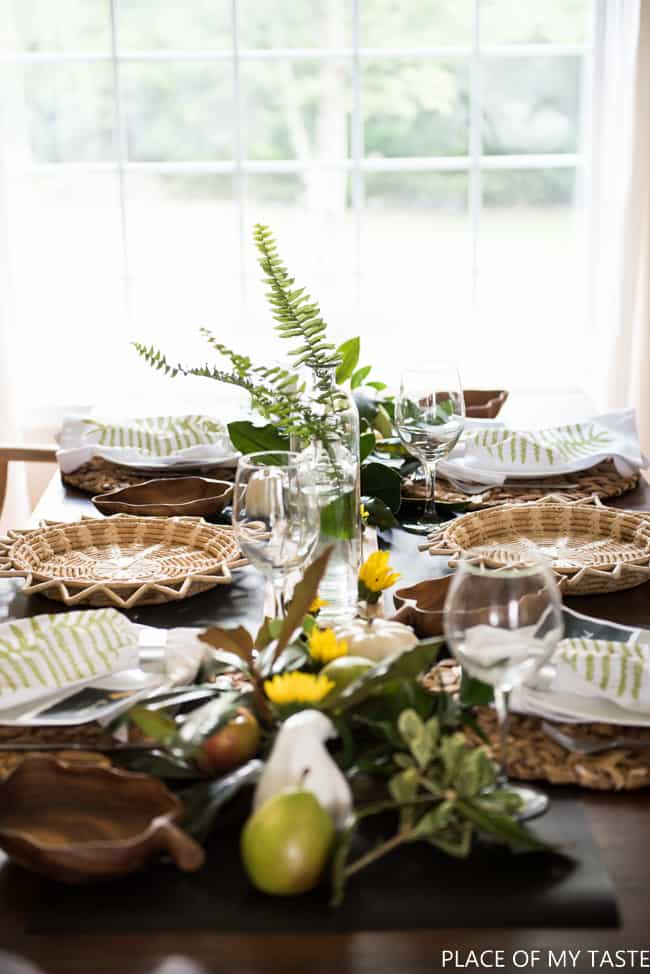 easy-friendsgiving-table-setup-3
