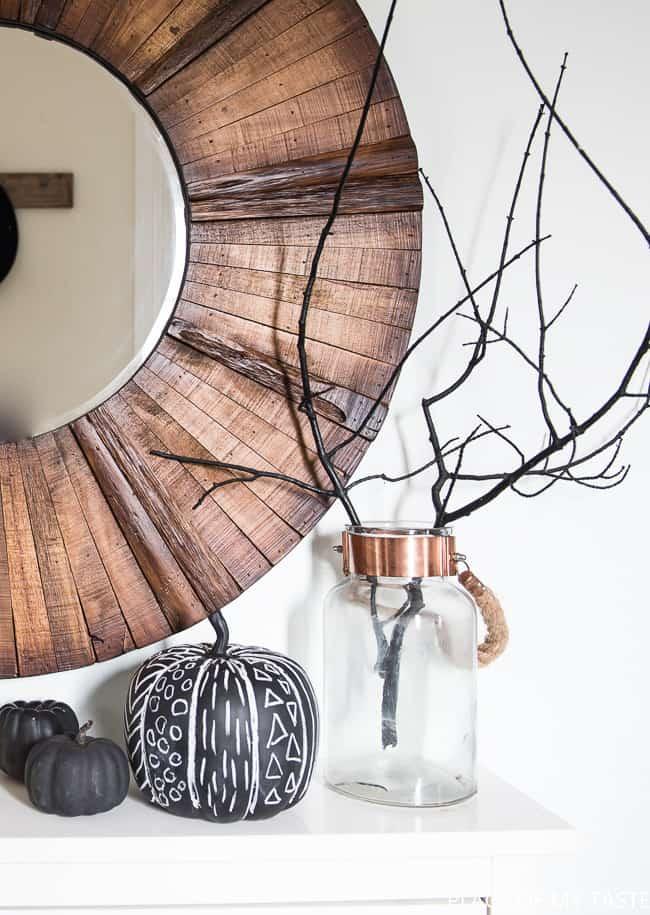 minimalist-halloween-decor-11