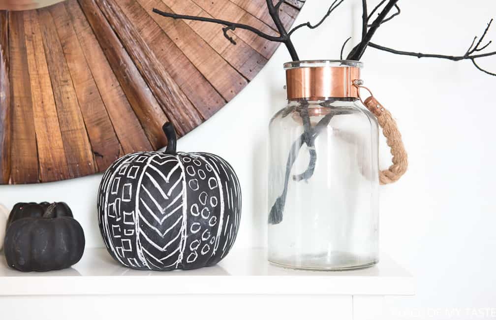 minimalist-halloween-decor-8
