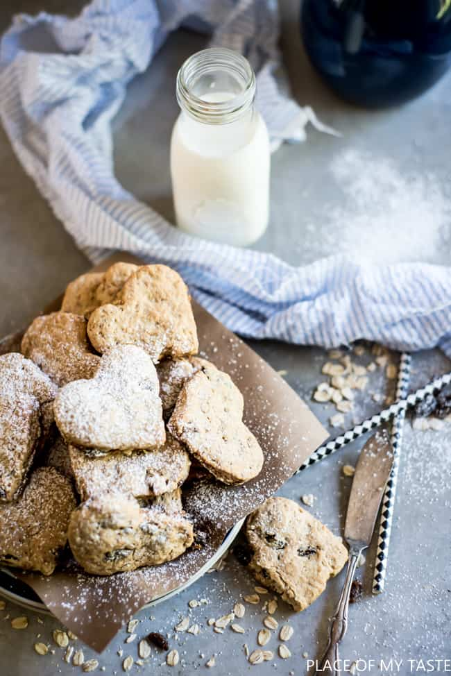Oatmeal Cookies - This Oatmeal Raisin Cookie Recipe is delicious and perfect for dessert or snacks.
