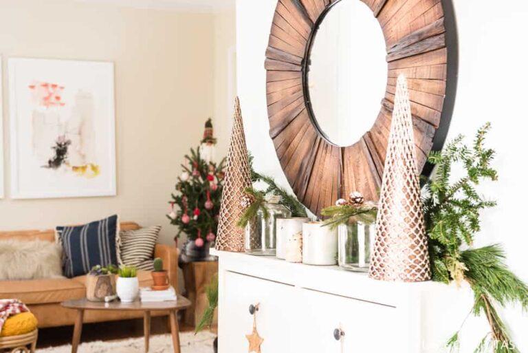 A FESTIVE CHRISTMAS ENTRYWAY DECOR WITH KIRKLAND'S