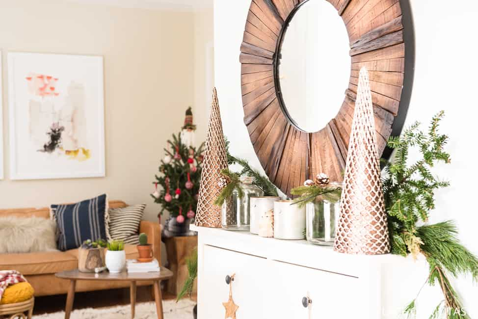 A FESTIVE CHRISTMAS ENTRYWAY DECOR WITH KIRKLAND\'S - PLACE OF MY TASTE