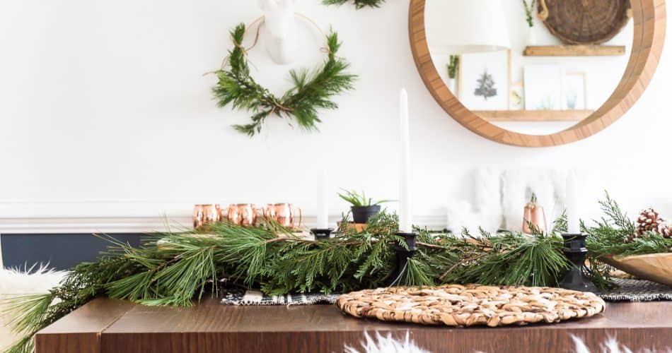 SIMPLE DINING ROOM CHRISTMAS DECOR