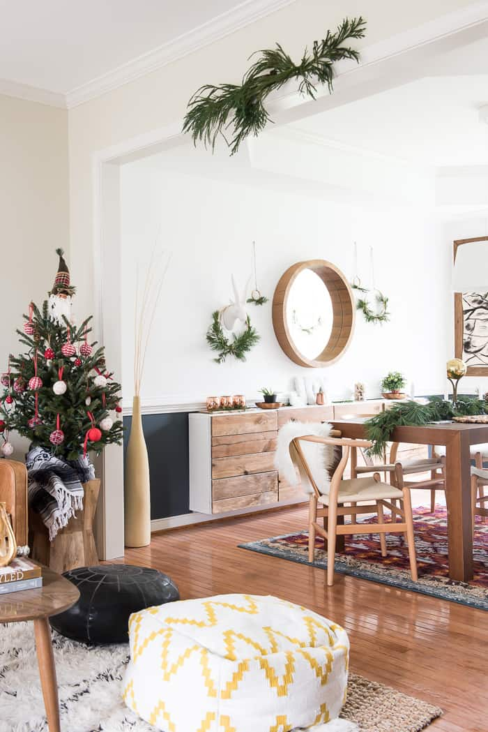 Simple dining room christmas decor place of my taste for Dining room update ideas