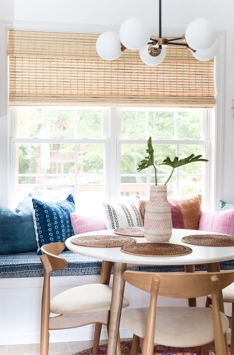 BDon't you love a good room makeover? This amazing and cozy breakfast nook is super stylish and comfortable with the DIY built in bench! Check it out!