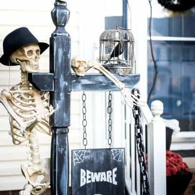 SPOOKY HALLOWEEN FRONT PORCH DECOR
