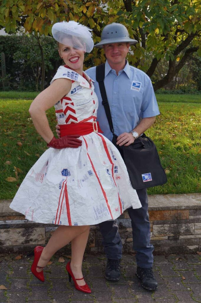 a9090b0e3c5 LAST MINUTE HALLOWEEN COSTUMES FOR COUPLES