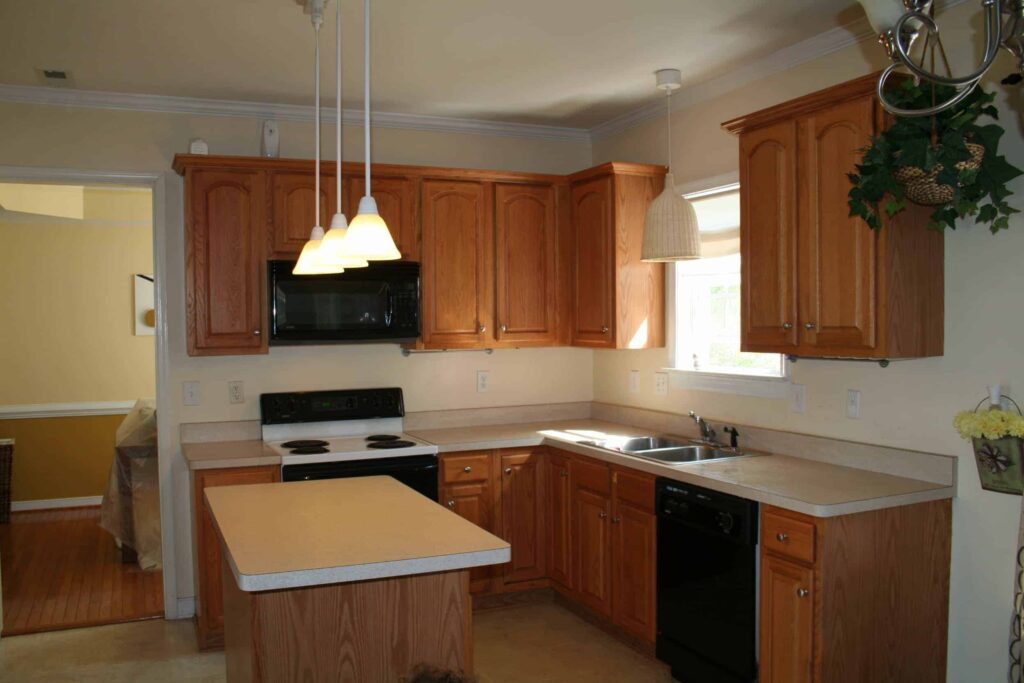 You Can PAINT Kitchen Cabinets Its Easy And It Can Make Wonders - What kind of paint to use on kitchen cabinets