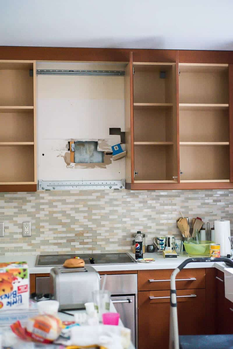 You can paint kitchen cabinets it 39 s easy and it can make for Kitchen cabinets you can paint