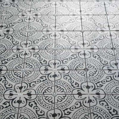 KITCHEN TILE – BUSY PATTERN