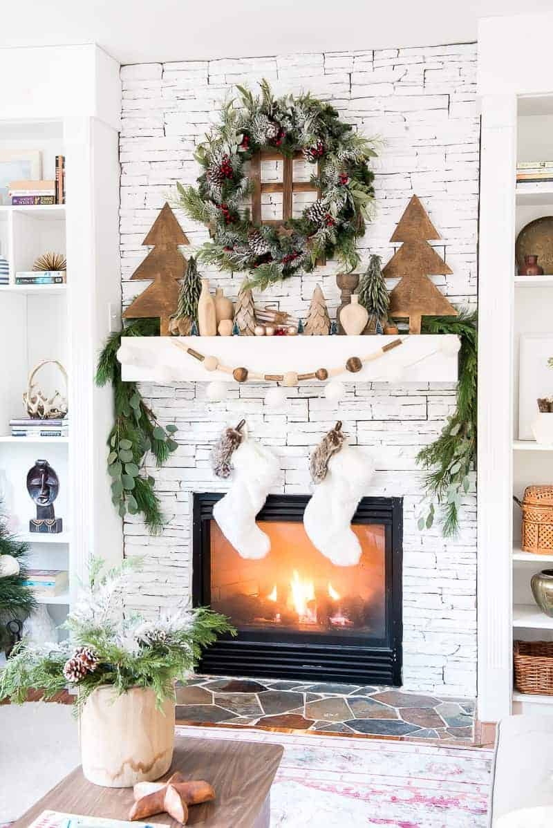 CHRISTMAS MANTEL DECOR - PLACE OF MY TASTE