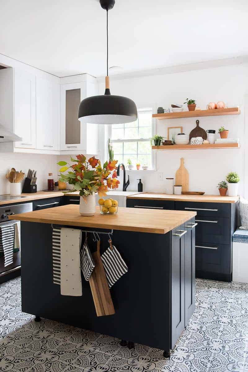 TWO-TONED MODERN KITCHEN