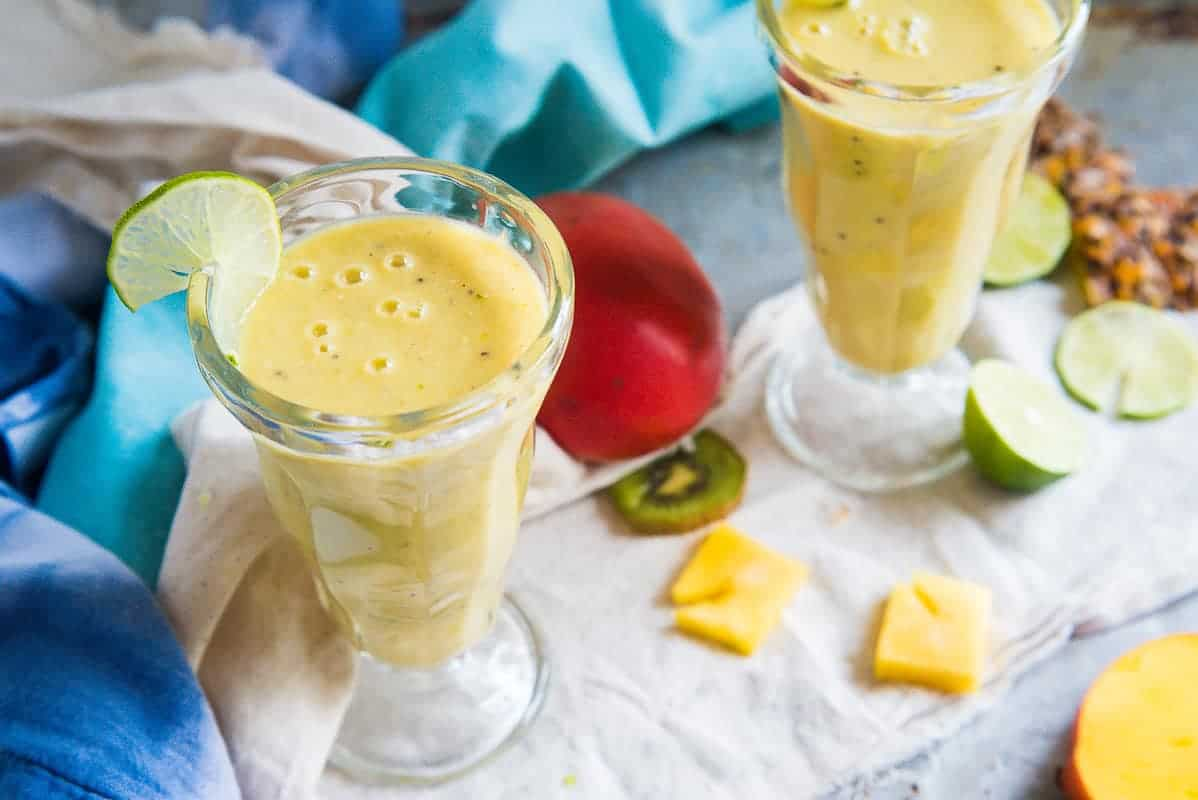 This FRESH MANGO SMOOTHIE is hands on one of the easiest smoothies to make AND it tastes like a drink from the islands. Will you try?