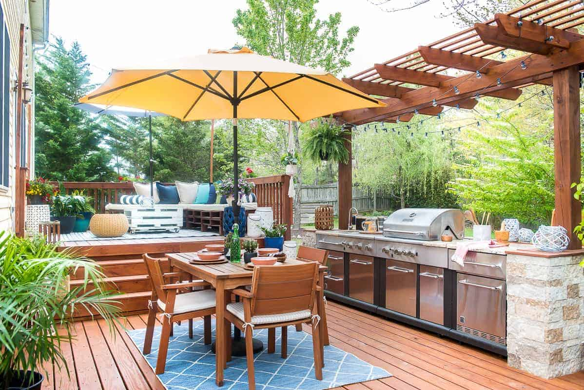 Easy Outdoor E Refresh Using Colorful Accessories And