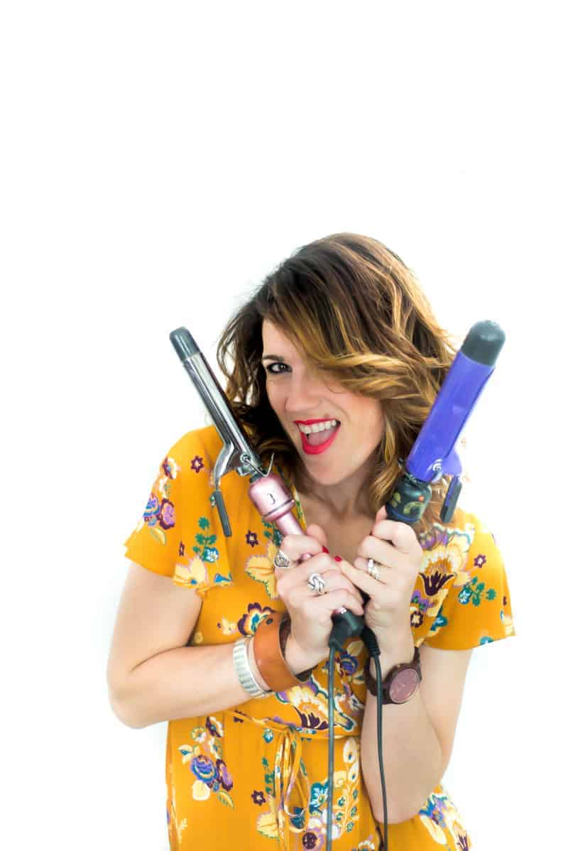 Learn how to clean a curling iron in short 10 minutes! Seriously! I NEVER cleaned my curling iron but I will sure do it regularly now! It's a super easy cleaning method. Try!