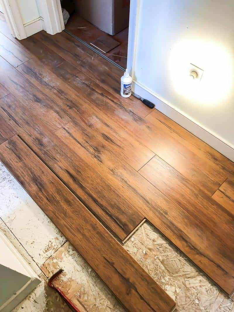 5 tips for installing laminate flooring #selectserfaces #laminateflooring #laminate #flooring #easylaminate #samsclub #laminatetips #tipsonflooring #durablefloors #likewoodfloors #woodfloors #DIYfloor