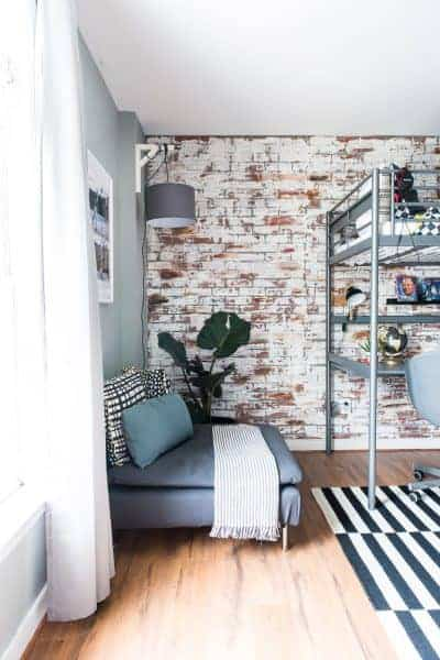 CREATING A TEXTURED FAUX BRICK WALL