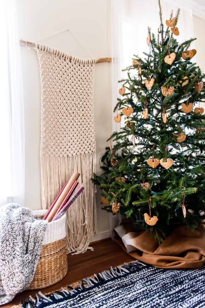 Christmas tree with cookies and macrame wall hanging
