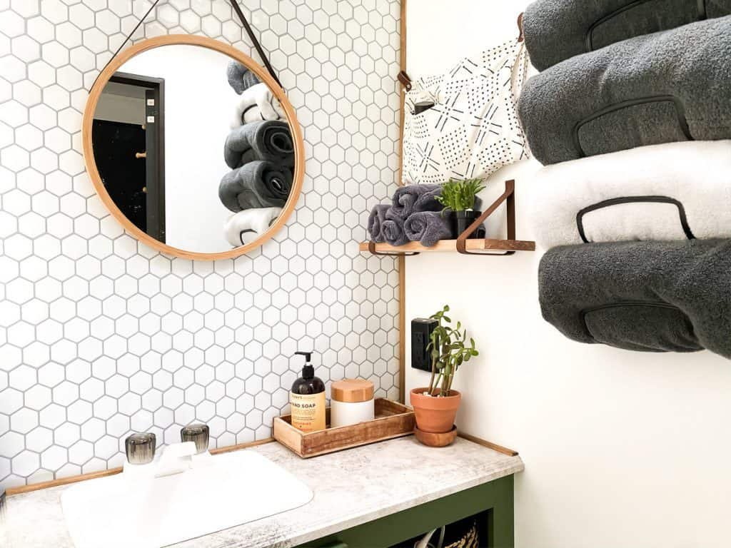 such a cool camper bathroom